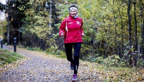 Sprek: Signy Henden Rustlie (78) bruker ofte nærområdet når hun trener, og løper ofte til Rustadsaga ved Nøklevann i Østmarka, eller langs Langvannet, som her.Begge foto: tom Gustavsen