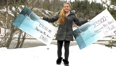 STERKT ENGASJEMENT: Moren til Michelle Enger fra Enebakk døde av kreft i november 2014. Nå jobber 22-åringen hardt for å samle inn penger til Kreftforeningen. Foto: Britt Hoffshagen