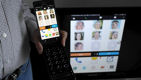 EziSmart: Formålet med appen og dekselet med tastatur er å få flere til å ta del av den digitale verden, samtidig som den gir en ekstra trygghet med en rekke SOS-funksjoner.     Foto: Jenny Strøm