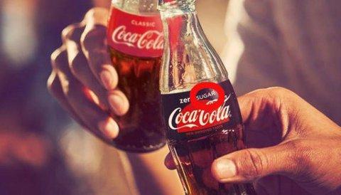 LANSERER NY SMAK: Coca-Cola klargjør Zero-navnet og har gjort smaken på Coca-Cola Zero Sugar nærmere originalen. Foto: Coca Cola Norge