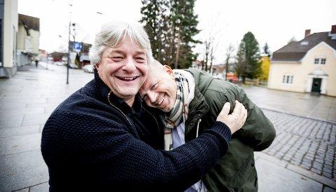 GJENSIDIG BEUNDRING: Produsent Robert Skrolsvik og komiker Tommy Steine gleder seg til å samarbeide om revyshowet «Romerike Sommerlatter» som skal settes opp i juni neste år.  begge FOTO: Tom Gustavsen
