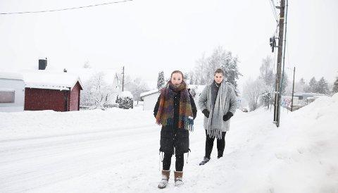 Brøytet opp på fortauet: Fremkommeligheten er dårlig til tross for at brøytebilen har vært der.foto: Lisbeth Lund Andresen