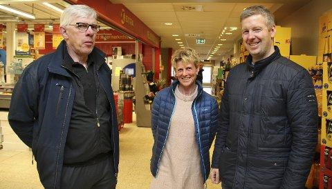 FORNØYDE: – Det er veldig bra om Auli og Rånåsfoss blir ett felles tettsted i Nes, sier Bjarne Halvorsen (f.v.), Else Marie Ottershagen og Thomas Nilsen.Begge foto: Per Stokkebryn