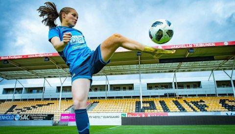 MYE VERDT: Venstrefoten til Guro Reiten har tatt henne langt. I «Det store intervjuet» blir du bedre kjent med fotballsensasjonen fra Sunndal. Foto: Lars Opstad (Nettavisen)