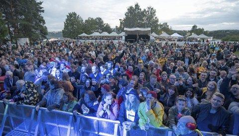 STEMNING: Fjorårets Nebbenfestival trakk mange, tross ekstreme mengder med regn.