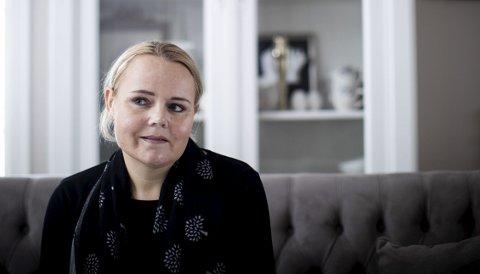FØLER SEG MISTENKELIGGJORT: Hanne Dokken-Hansen reagerer sterkt på av Nav har blandet seg inn i spørsmål om hennes status som enslig forsørger etter at hun har uttalt seg i media om at faren til kreftsyke Marcus Dokken-Hansen har valgt å bo hos dem for å pleie sønnen. FOTO: LISBETH LUND ANDRESEN