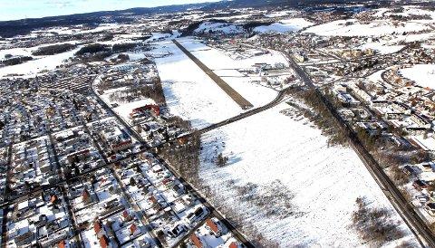 STORT RYDDEARBEID: 1.100 dekar eller en million kvadratmeter på Kjeller skal saumfares for mulig forurensning og farlig avfall.FOTO: ARKIV