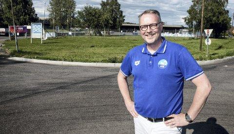 Tenker nytt: Styremedlem Tom Erik Evensrud i Lørenskog & Rælingen Kappsvømmingsklubb sier klubben ønsker å ta over svømmeopplæringen i Fjellhamar-området når den nye hallen er på plass i 2023. Foto: Remi Presttun