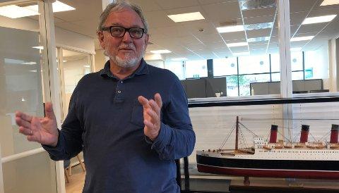 HARDT RAMMET: Johnny Bråthen forteller om en omsetning som nå er på bare 15 prosent av normalen. (Foto: Thor Fremmerlid)