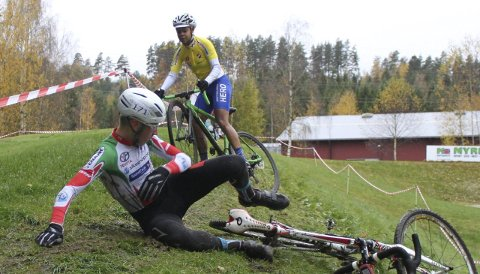 FULL FART: Det blir mye fart og spenning når nærmere 150 sykkelryttere skal i aksjon i norgescup i krossykling. Illustrasjon