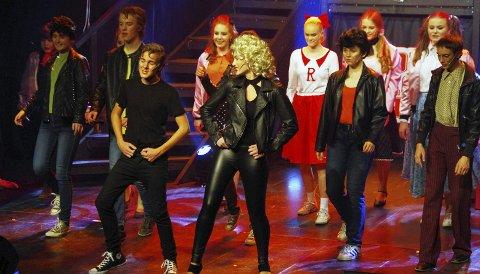 GREASE: Røyken Teatergruppes oppsetning av musikalen Grease var en på alle måter fornøyelig opplevelse. ALLE FOTO: PER D. ZARING