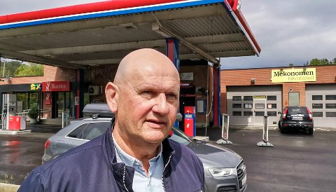 REAGERER: Morten Furuset har planer om å utvide området bak bensinstasjonen på Klokkarstua, men kan få nei fra Asker kommune.