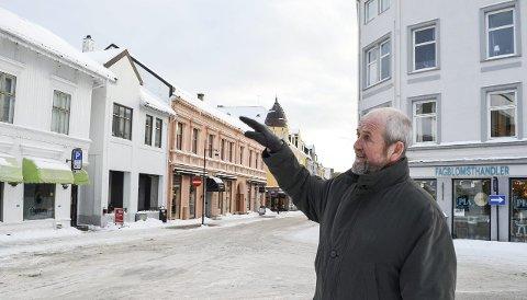 Redd folk reagerer for sent: Lars Johan Nicolaysen i Foreningen Gamle Sandefjord er redd folk ikke skjønner omfanget av mulige endringer før det er for sent. Foto: Eivor Jerpåsen