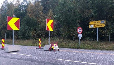 OMKJØRING: Rett før Kodal sentrum skiltes det om omkjøring på grunna av arbeid på veien. Det vil trolig gjelde en liten stund til.