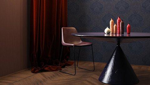 Flere mørke elementer, i ulike farger og med ulik tekstur og glans, gir dybde og lunhet til rommet.