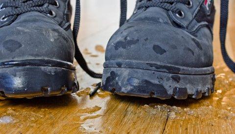 Snø og slaps som blir med inn, kan ødelegge et flott gulv. Velg derfor et gulv som tåler det.