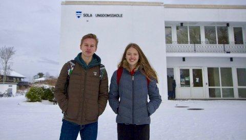 [b]Engasjert ungdom:[/b] Borge Garman Roti (t.v) og Laura Cecilie Hovda (t.h) lurer på hvorfor kommunen skal bruke penger på enda en kirke.