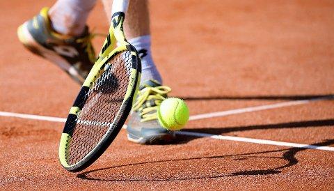 TENNISBANER: Det kan ta ei stund før det kommer på plass nye utendørs tennisbaner i Strand. (Illustrasjonsfoto)