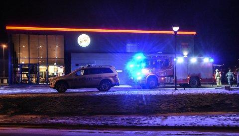 UTRYKNING: Det så mer dramatisk ut enn det var, men restauranten ble evakuert på grunn av røykutvikling som viste seg å være matos.