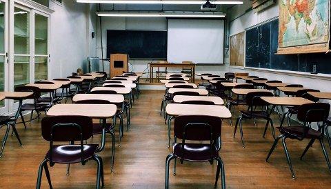 HJEMMESKOLE: 12. mars ble skolene stengt og elever og lærere gikk over til hjemmeskole. Så åpnet skolene igjen med strenge smitteverntiltak, og pandemien har ført til mye merarbeid også for lærerne. Men får de betalt for dette?