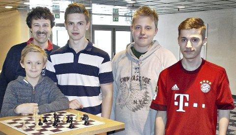 Mads Wollan Myhre (foran fra venstre), Tore Kristiansen, Henrik Øie Løbersli, Petter Andreas Wadstensvik og Ivar Halse spilte i lag-NM.