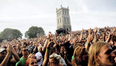 STOR SUKSESS: Slottsfjellfestivalen arrangeres den 19-21 juli, og har blitt en stor suksess.