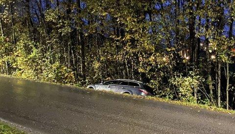 I GRØFTA: Her endte kjøreturen.