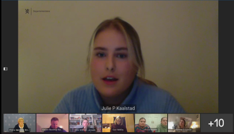 FIKK SVAR: Julie Paulsen Kaalstad (18) er russepresident på Greveskogen videregående skole. Hun representerte russen i Vestfold og Telemark på et møte med statsminister Erna Solberg, kunnskapsminister Guri Melby og assisterende helsedirektør Espen Rostrup Nakstad torsdag.