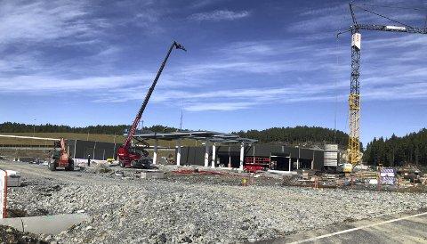Fremgang: Den nye Shell-stasjonen på Grenstøl tar form. Nå er ansettelsene i full gang. Foto: Marianne Drivdal