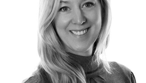 Marit Holmquist Fenne i NRk seier dei opplever færre feil på DAB-nettet enn det dei gjorde på FM-nettet. Foto:NRK