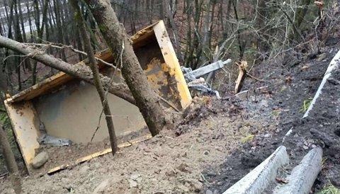 HENGERIGRØFTA:Fra skaden på autovern mellom Kjul og Slattum.