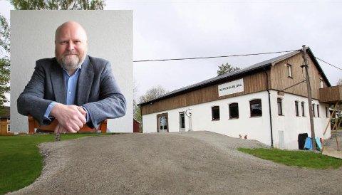 FOREDRAG: Jan Kokkin besøker Vestby kunstforening torsdag 19. september for å snakke om og vise fram karikaturtegninger.