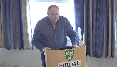 TALTE MOT SAMMENSLÅING: I Flekkefjord var det bare Høyre som gav sin støtte til arbeidet med å slå sammen Agder Energi og Glitre. I Sirdal er også Høyre-varaordfører Isak Liland mot sammenslåing.