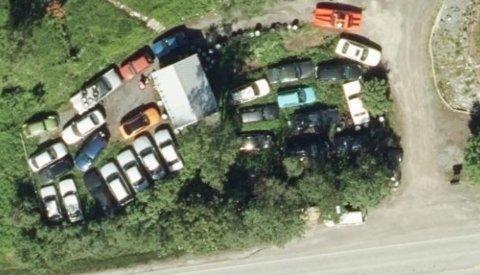 På et tidspunkt ble det talt 34 biler på eiendommen.