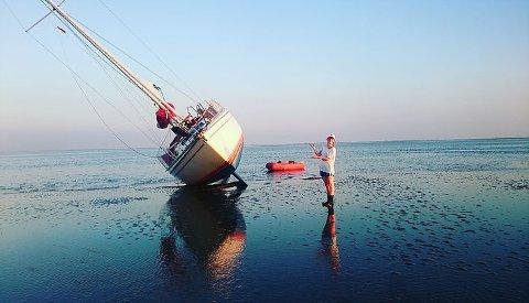 Kaptein og skipsreder Oda Pedersen Taule (23) tok seg tid til en unik photoshoot midt i dramatikken i Nordsjøen. Bildene er hentet med tillatelse fra bloggen til Oda: http://www.odaogsnuppa.com/