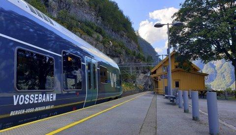 Snart kan du ta lokaltoget til Voss på bussbilletten din.