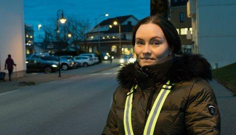 Oppfordring: Anne Lise Østerli håper langt flere barn blir flinkere til å bruke refleks når de ferdes langs veiene i mørket.