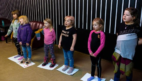 FASTE PLASSER: F.v.: Ann Mari Sivertsen, Enja Johansen, Nelly Kaspersen Hansen, Sara Simonsen, Emilie Olsen og Amanda Adolfsen.