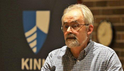 SAKLEG: Geir Oldeide er gruppeleiar for Raudt i Kinn kommunestyre. Han er ofte rykande usamd med andre politikarar, men han er tydeleg på at kritikk skal vere sakleg og ikkje personleg.