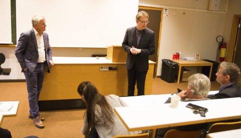 GLADMELDING: Stortingsrepresentant Bjørn Lødemel (H) og Helse Førdes administrerande direktør Jon Bolstad (t.h.) kunne onsdag slå fast at pengane til den store sjukehusmoderniseringa i Førde kjem på plass.