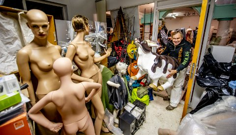 Per Hagen er innehaver av et av Norges største rekvisittlager. – Jeg tror det er det tredje største, med NRK sitt på førsteplass, sier han. 72-åringen har jobbet som dekoratør siden 70-tallet, og forteller at han ikke går tom for ideer til nye utstillinger.
