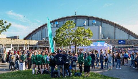 2019: Under fjorårets utgave av Fredrikstad Cup var det stor stemning utenfor Kongstenhallen i pinsen.