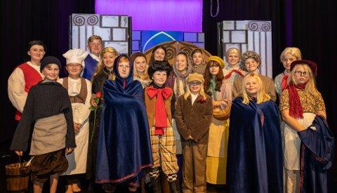 Vindeleka Barne- og Ungdomsteater gleder seg til å spille «Skjønnheten og udyret jr.» i helgen.