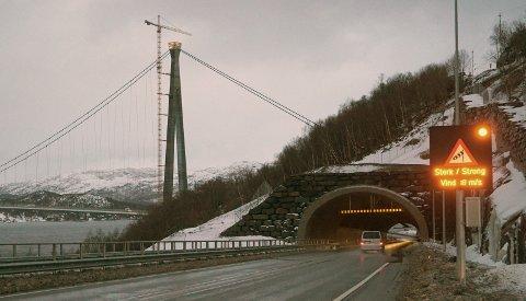 MOTSTAND: Forslaget om å innføre inntil halv bompengeavgift på utslippsfrie biler får kraftig motbør fra Narvik. Et tilnærmet samlet politisk miljø sier bestemt nei.