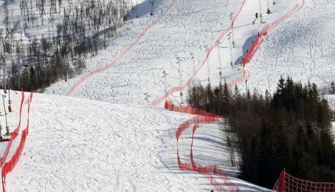 TOM VM-BAKKE: Her ligger alpinanlegget i Fagernesfjellet øde i gnistrende påskesol, og topp utsyrt etter årets junior-VM.