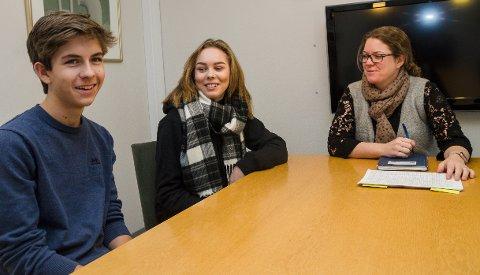 MØTE: Elevrådets Daniel Pettersen og Julia Merete Hagevik har hatt flere møter med rektor Kathrine Kville.