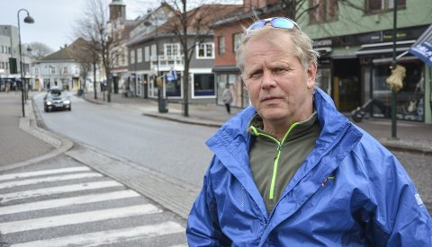Bekymret: Wilfred Solberg er kritisk til at butikker kan kjøre øl hjem til folk som har et rusproblem.
