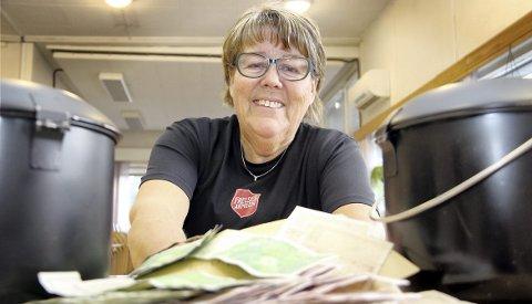 REKORD: – Julegryta kokte formelig over av penger til slutt, konstaterer korpsleder Anne-Beth Fagermo i Frelsesarmeen i Kongsvinger fornøyd.