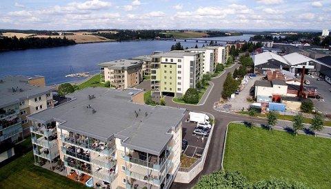 STYRKE: Årnes Vel mener at nærheten til elva er en av kvalitetene ved Årnes og at blokker på inntil sju etasjer vil være uheldig. (Illustrasjon: Romerike Arkitekter)