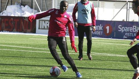 SIGNERTE: Landry N'Guemo har trent med KIL i over to uker, og mandag kveld ble det klart at han har signert en kontrakt som binder ham til klubben ut denne sesongen. FOTO: HENNING DANIELSEN